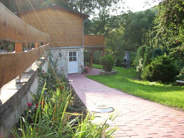 Ferienhaus Eingang untere Wohnung mit Terrasse