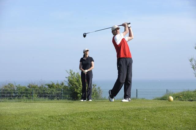 Golf spielen auf dem Golfplatz