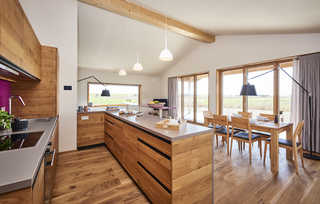 Gud Jard Lodge Nr. 22 Offene Küche mit Wohn- und Essbereich
