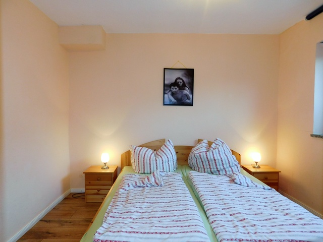 Schlafzimmer Souterrain rechts