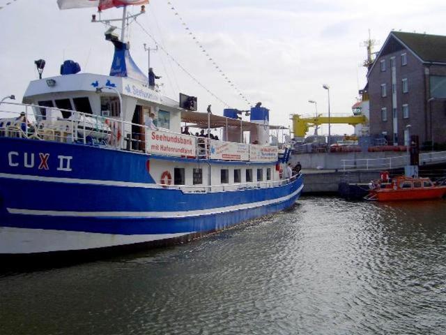 """""""Alte Liebe"""" Schiff für Hafenrundfahrten"""