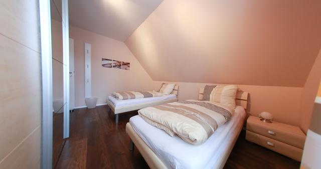Unser kleines Schlafzimmer mit Einzelbetten