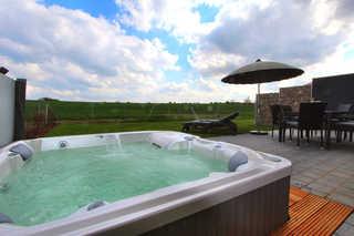 Luxus-Ferien-VILLA MIA Eigener Außenwhirlpool (ganzjährig 38 ° C) im G...