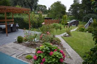 preiswerter Ferienbungalow auf schönem Grundstück Terrasse des Bungalows
