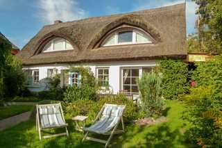 Ferienhaus Binz Garten und Terrasse vor dem Ferienhaus