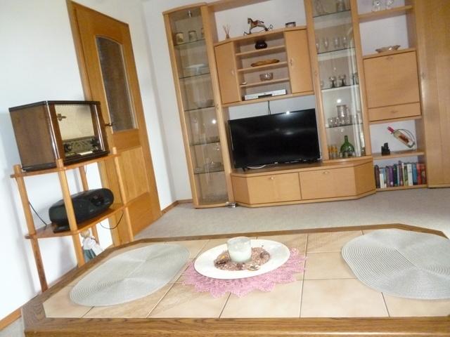 Wohnzimmer mit Terassentür und Panoramaausblick 1