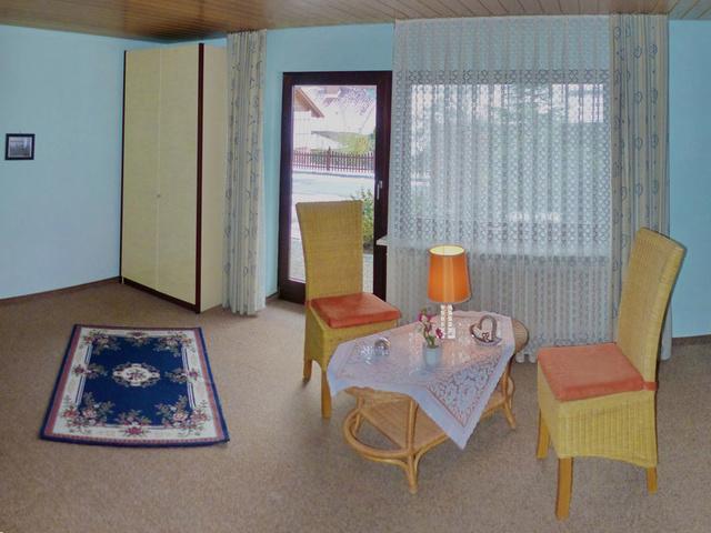 Schlafzimmer 2 / Sitzplatz, Zugang z Terrasse