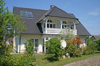 W: Haus Rügenwind mit 5 komfortablen Wohnungen Hausansicht