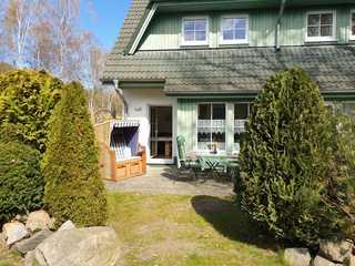 Zinnowitz Skanepark_Ferienhaus 28 Blick auf die Terrasse mit Strandkorb