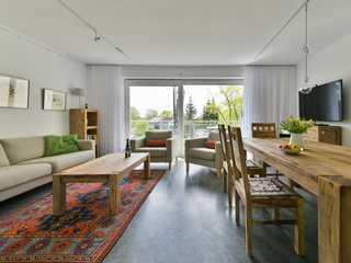 Haus Ingrid Whg. 2 Der Wohn- und Essbereich mit gemütlicher Couchg...
