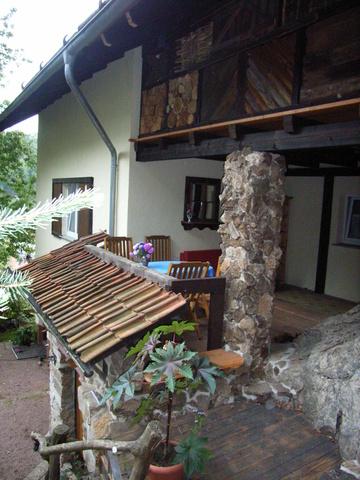 Urige überdachte Terrasse