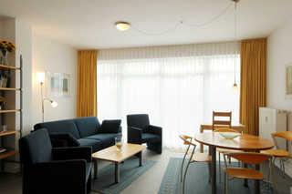 Ferienwohnung 37RB13, Villa Seerosen Wohn- und Essbereich
