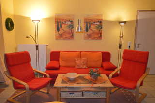 Ferienwohnung Strandstrasse - Sorgenfrei buchen Wohnzimmer mit Schlafcouch
