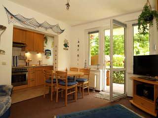 Dünengarten Whg. Wa45-10 Der Wohnbereich mit Küchenzeile