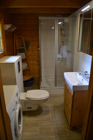 Das Bad wurde im April 2017 komplett renoviert