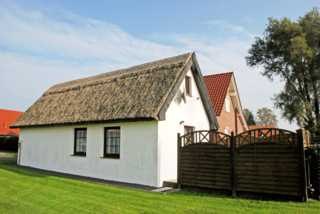Ferienhaus mit Reetdach am Lobber Deich Ferienhaus mit Reetdach am Lobber Deich