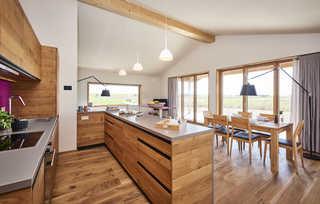 Gud Jard Lodge Nr. 36 Offene Küche mit Wohn- und Essbereich
