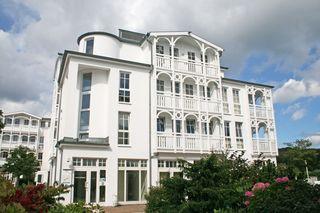 F.01 Seepark Sellin - Haus Altensien Whg 463 mit Balkon Hausansicht