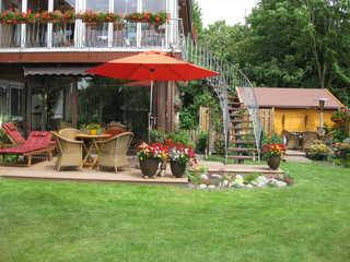 Ferienwohnung Schwalbe, 15111 Terrasse mit Gartenmöbeln
