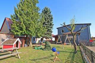 Familienfreundliche Ferienwohnungen Silz SEE 10020 Blick auf das Grundstück mit drei Ferienwohnungen