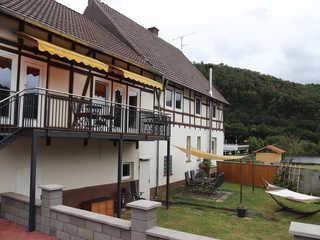 Ferienwohnungen Eder-Ufer Eingangsbereich/Garten/Grillplatz