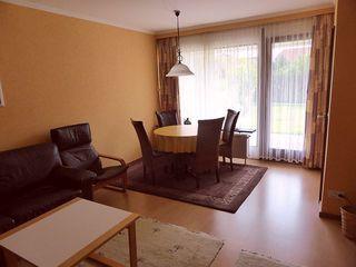 Muschelbannk Büsum Wohnzimmer mit Essplatz