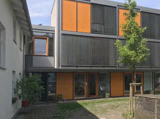 Mini-Reihenhaus Innenhof mit Mini-Reihenhaus