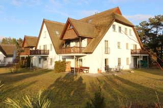 Ferienwohnungen im Reetdachhaus, Diplomatenweg 1, Fewo 4 Fewo 4 - Ansicht Terrassen