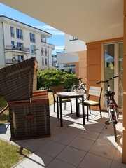 Villa Seeadler WE 05 Terrasse mit Strandkorb