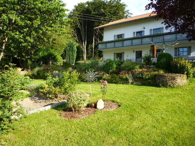 Steingarten mit Blick auf Fewo.1