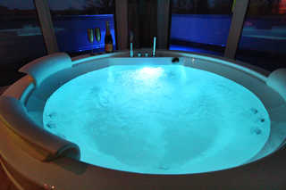 Luxus-SPA-PENTHOUSE SCHLOSSOASE (WE 6) Indoor-Whirlpool