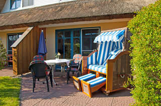 Reetdachhaus Malve 2 mit Kamin für bis zu 6 Personen Ferienhaus mit Strandkorb