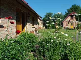 Ferienhof Landhäuser Mechelsdorf nahe Ostseebad Kühlungsborn Ostseenaher Ferienhof mit Landhäusern und Spiel...