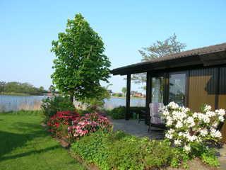 Haus Seeblick Der Blick auf das schön Haus, direkt an einem S...